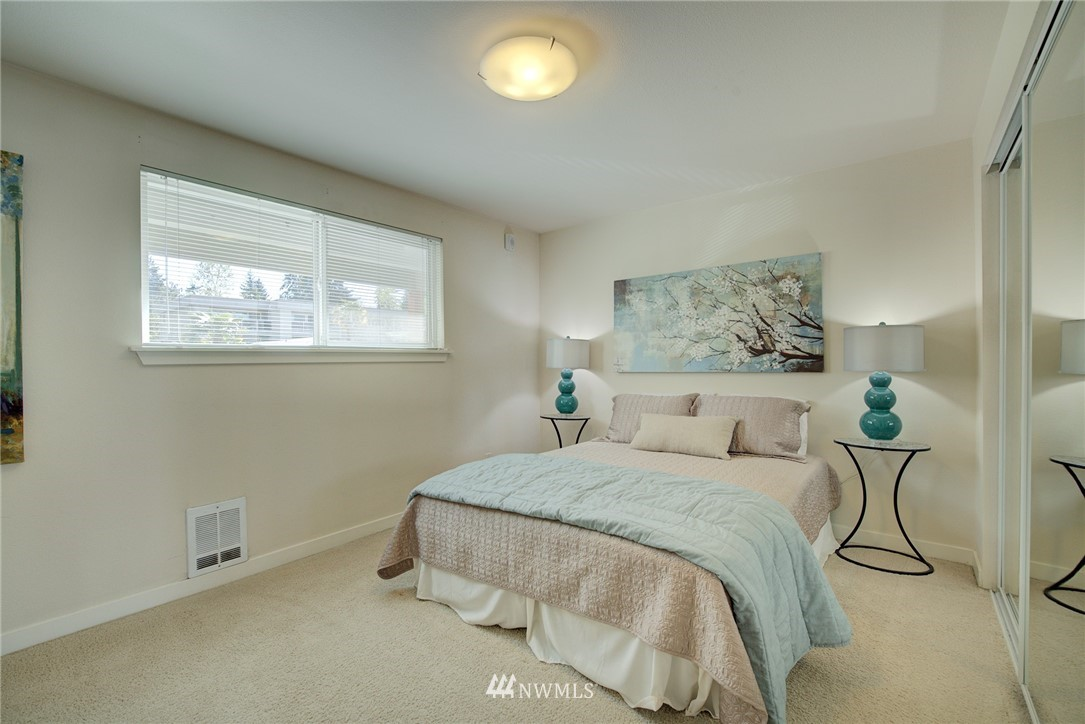 Sold Property   701 122nd Avenue NE #303 Bellevue, WA 98005 11