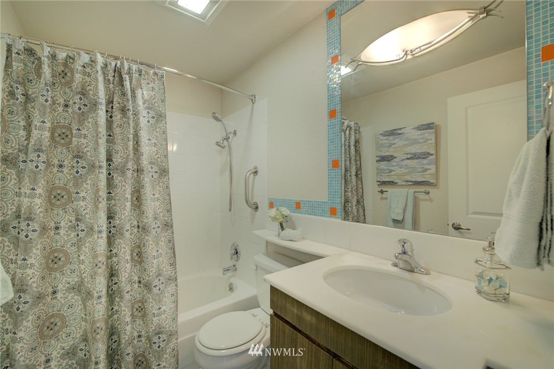 Sold Property   701 122nd Avenue NE #303 Bellevue, WA 98005 13