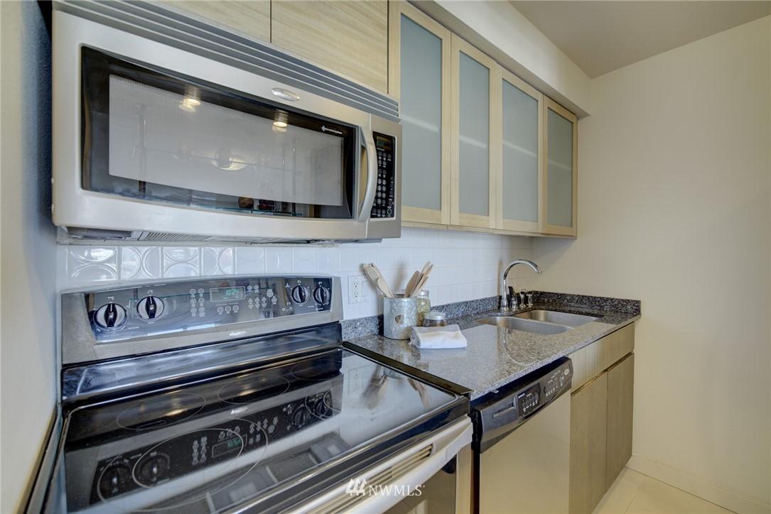 Sold Property   701 122nd Avenue NE #303 Bellevue, WA 98005 3