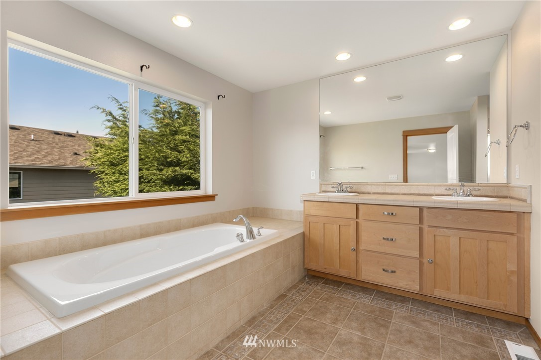 Sold Property   823 200th Place SW Lynnwood, WA 98036 14
