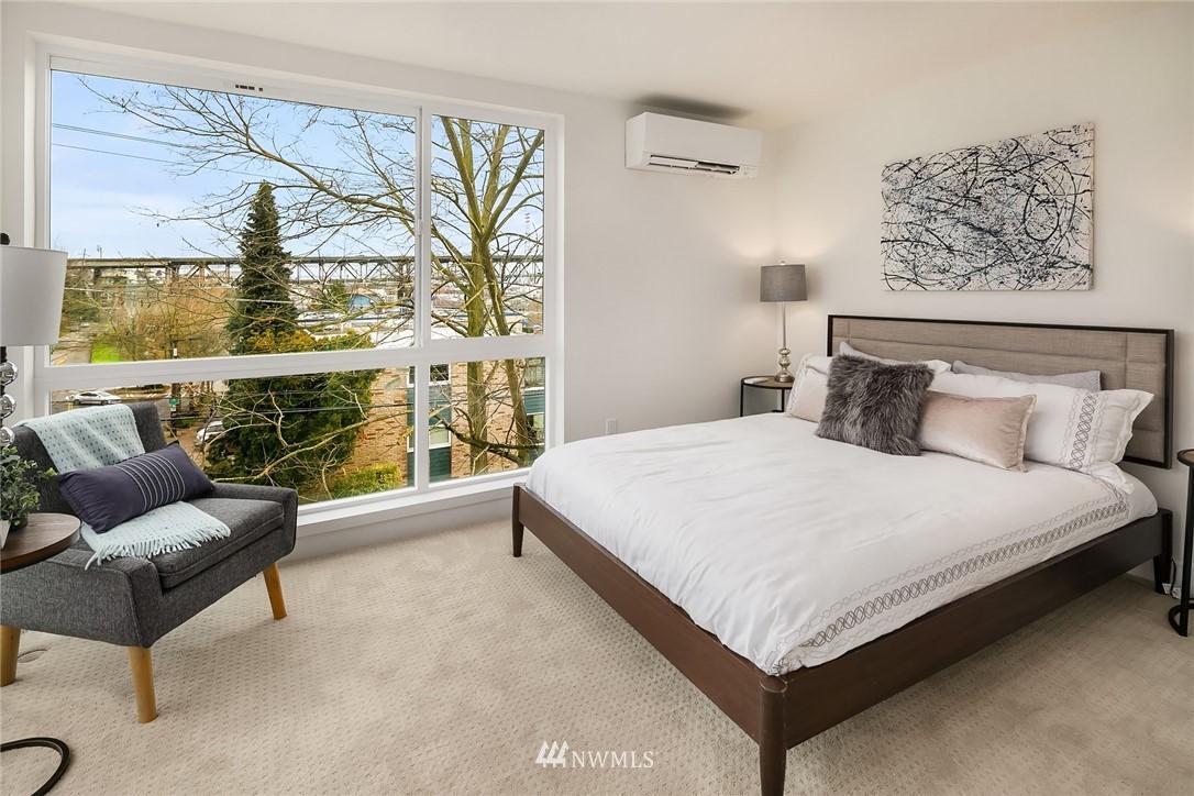 Sold Property | 3941 2nd Avenue NE Seattle, WA 98105 8