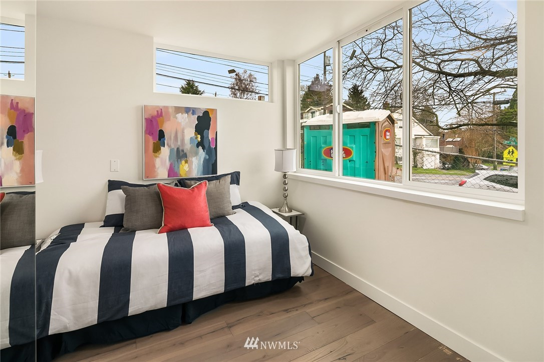 Sold Property | 3941 2nd Avenue NE Seattle, WA 98105 11
