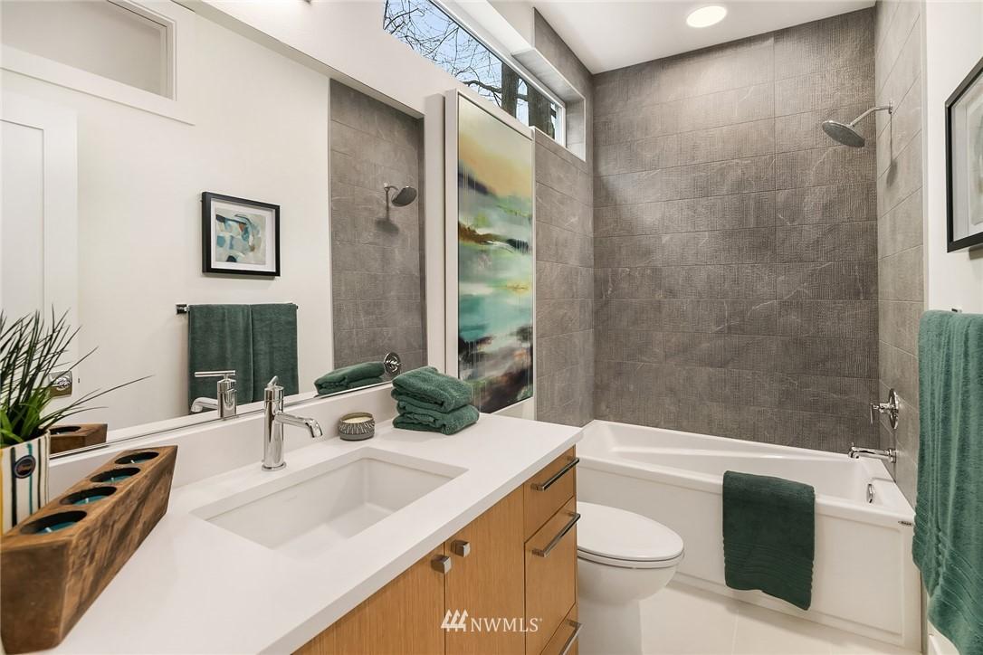 Sold Property | 3941 2nd Avenue NE Seattle, WA 98105 13