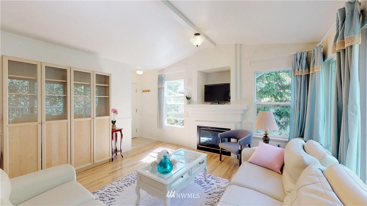 Sold Property | 25235 SE Klahanie Boulevard #F301 Issaquah, WA 98029 3