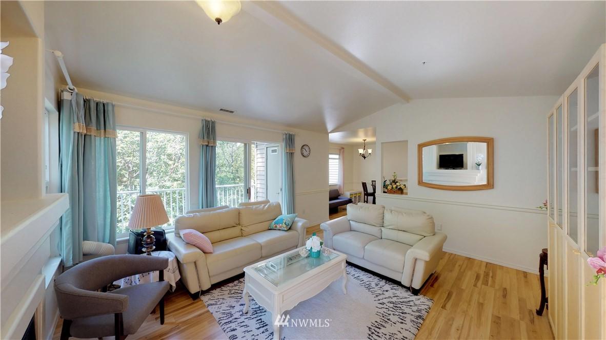 Sold Property | 25235 SE Klahanie Boulevard #F301 Issaquah, WA 98029 6