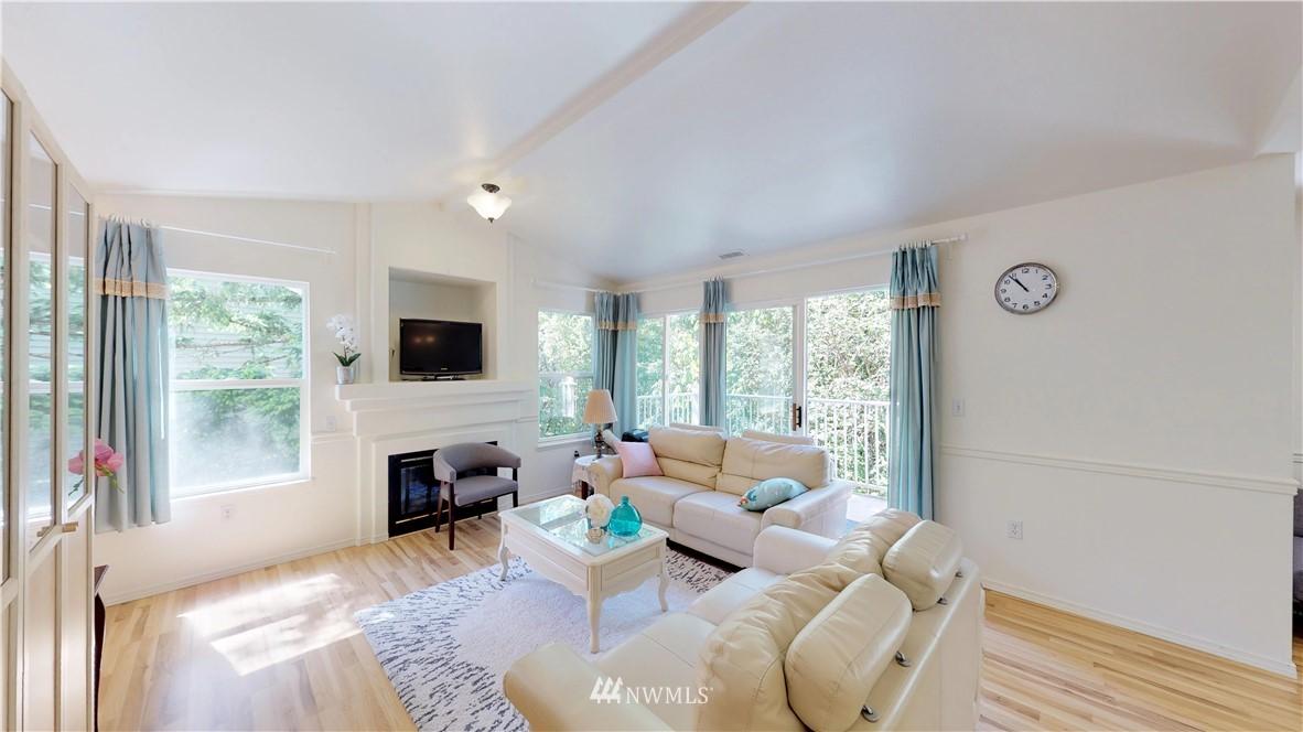 Sold Property | 25235 SE Klahanie Boulevard #F301 Issaquah, WA 98029 2