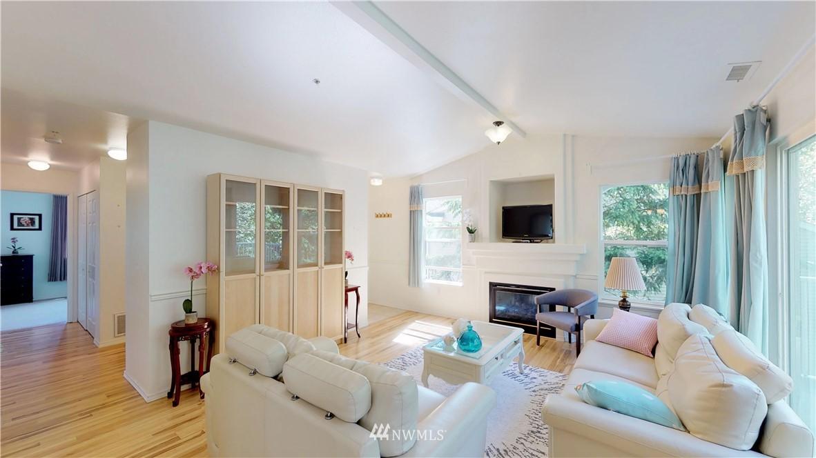 Sold Property | 25235 SE Klahanie Boulevard #F301 Issaquah, WA 98029 5