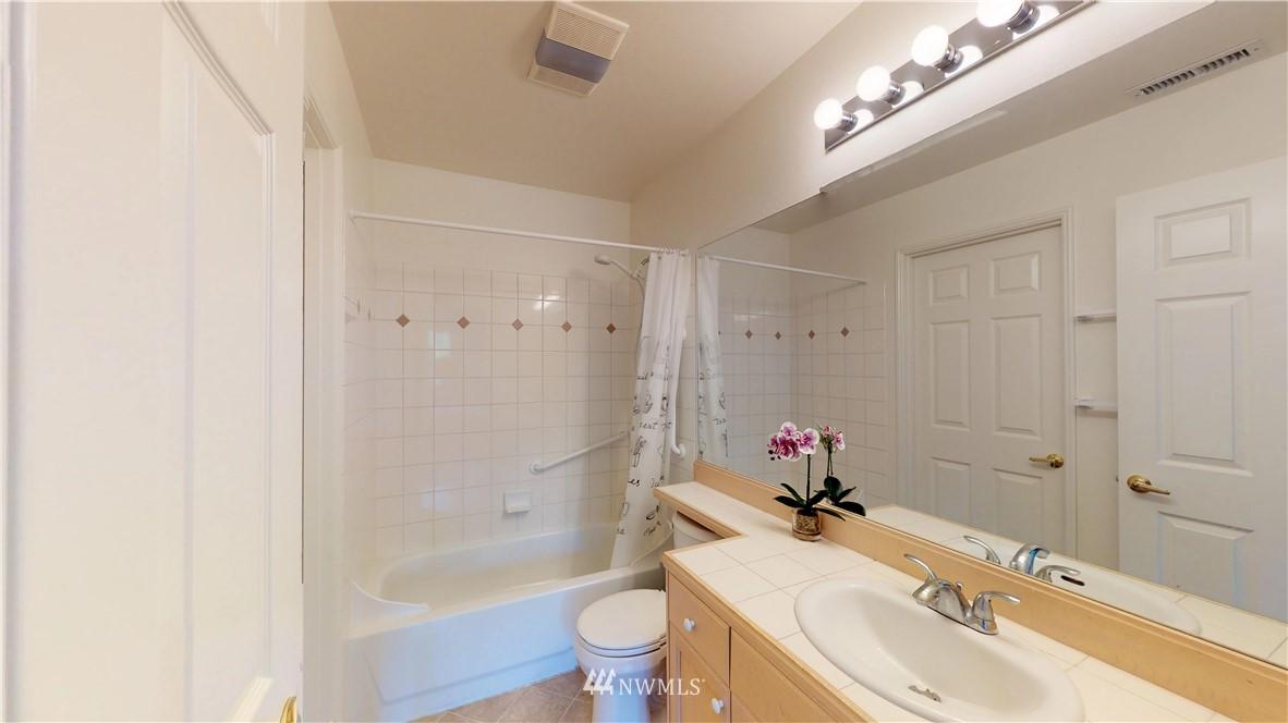 Sold Property | 25235 SE Klahanie Boulevard #F301 Issaquah, WA 98029 16