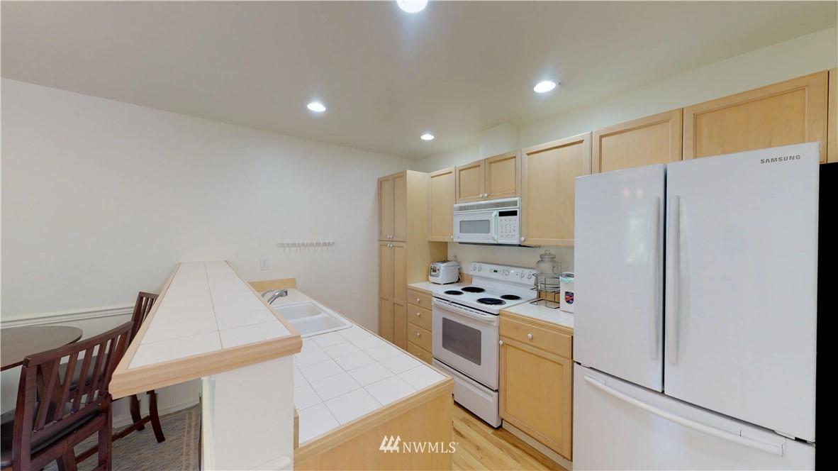 Sold Property | 25235 SE Klahanie Boulevard #F301 Issaquah, WA 98029 9