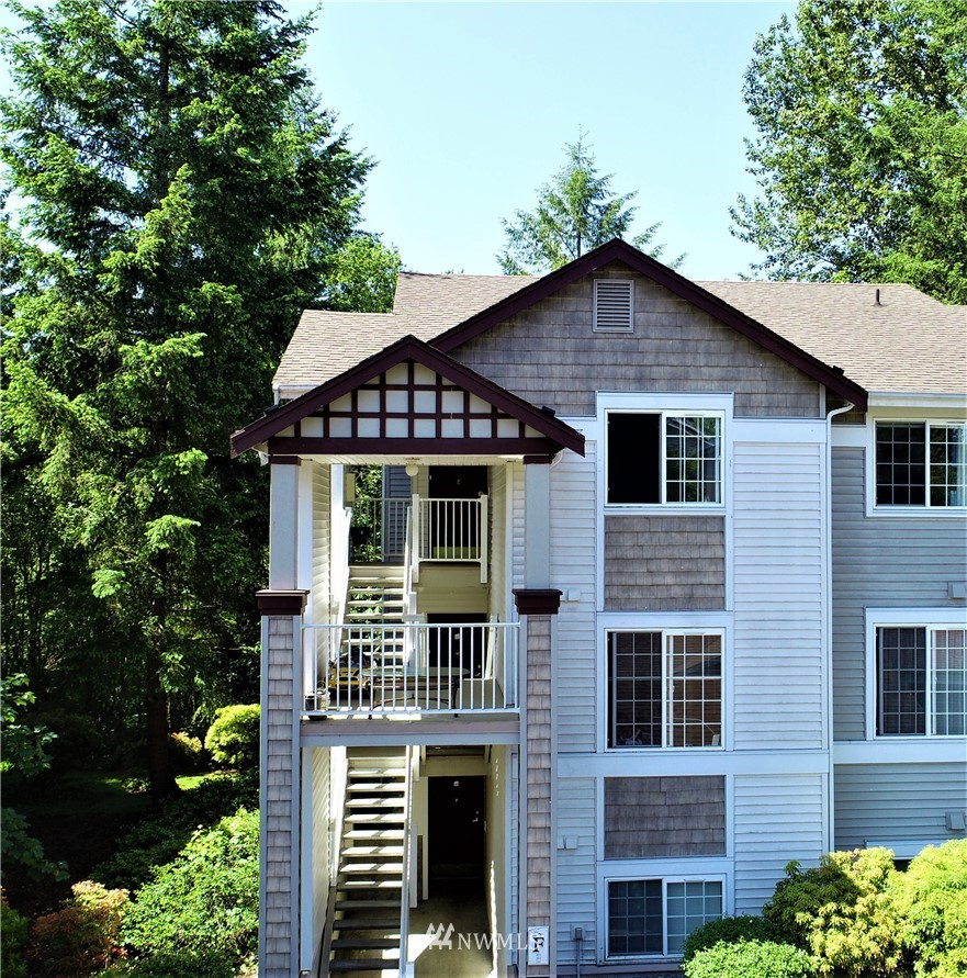 Sold Property | 25235 SE Klahanie Boulevard #F301 Issaquah, WA 98029 0