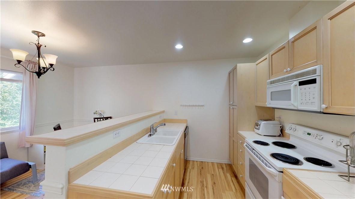 Sold Property | 25235 SE Klahanie Boulevard #F301 Issaquah, WA 98029 11