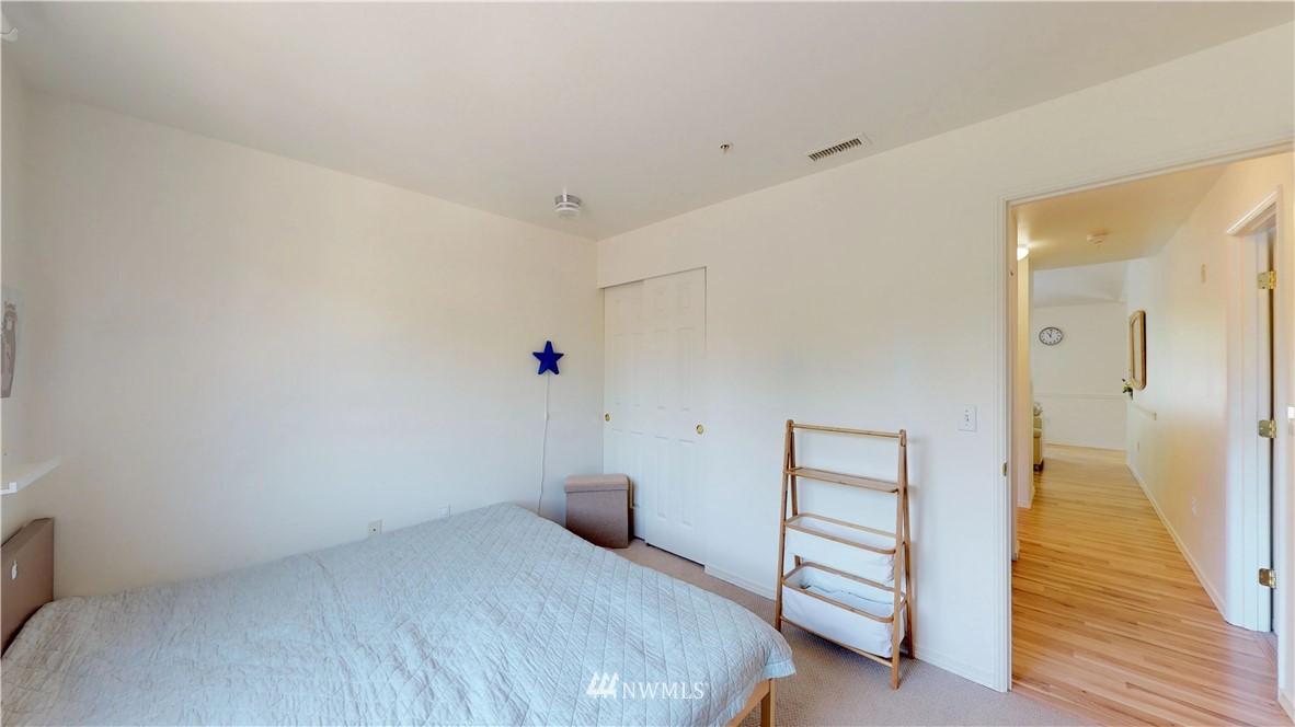 Sold Property | 25235 SE Klahanie Boulevard #F301 Issaquah, WA 98029 18