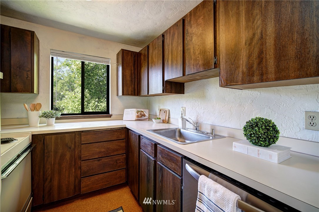 Sold Property | 2100 N 106th Street #401 Seattle, WA 98133 6