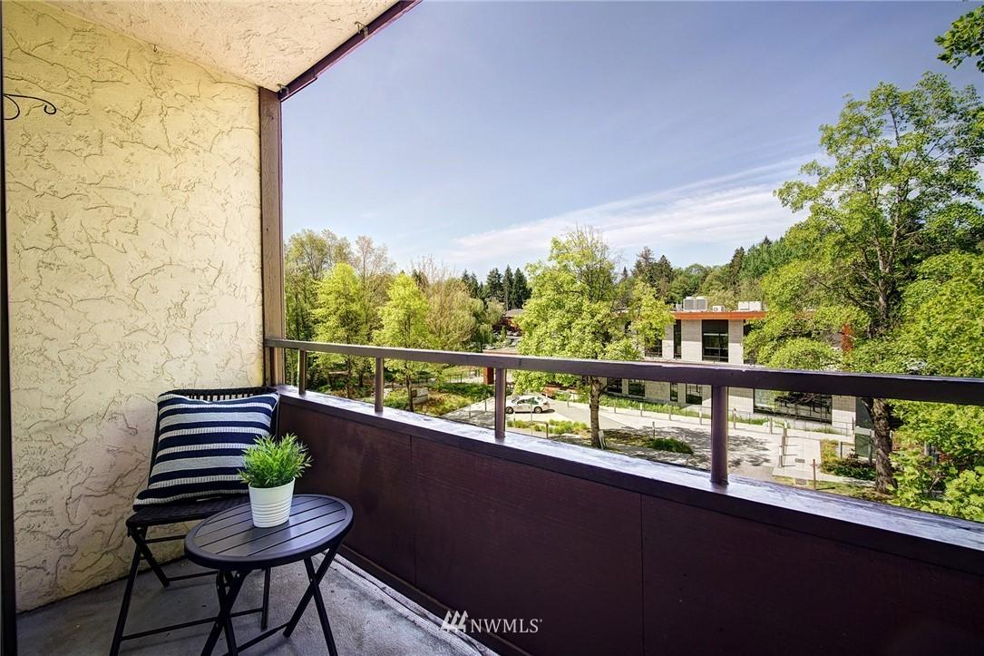 Sold Property | 2100 N 106th Street #401 Seattle, WA 98133 12
