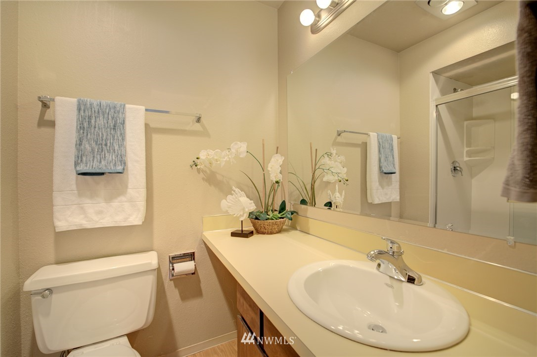Sold Property   2550 Thorndyke Avenue W #402 Seattle, WA 98199 11