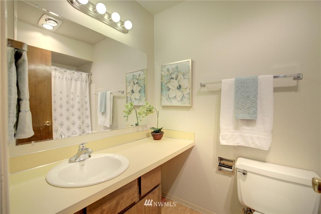 Sold Property   2550 Thorndyke Avenue W #402 Seattle, WA 98199 15