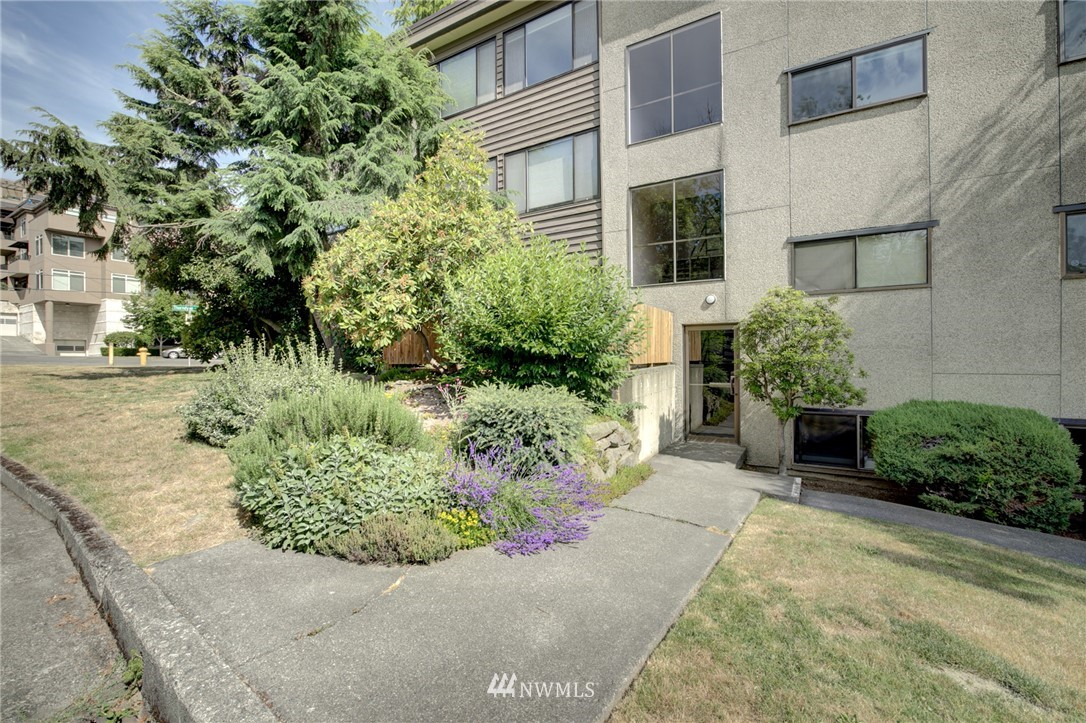 Sold Property   2550 Thorndyke Avenue W #402 Seattle, WA 98199 17