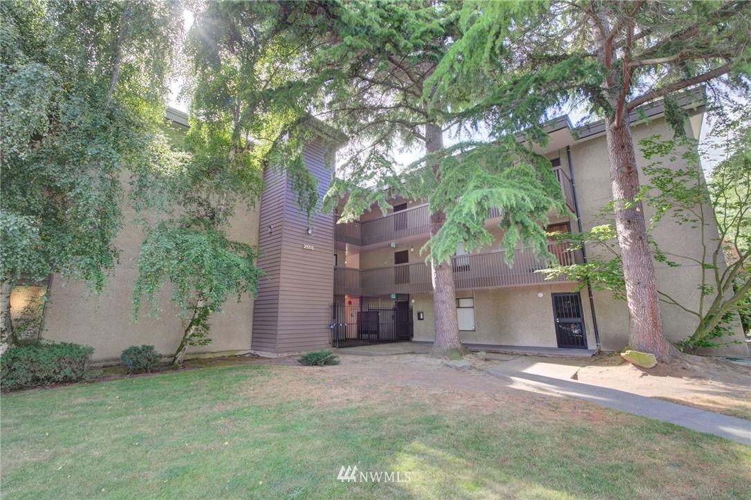 Sold Property   2550 Thorndyke Avenue W #402 Seattle, WA 98199 18
