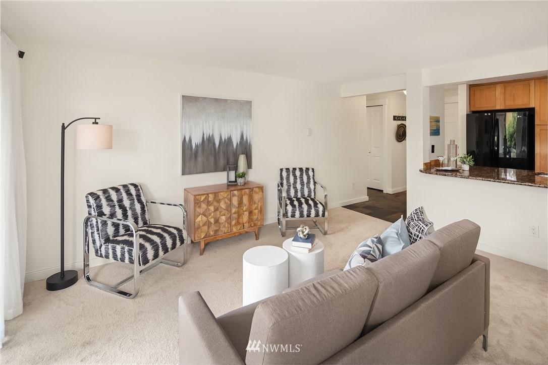 Sold Property   949 N 35th Street #100 Seattle, WA 98103 4