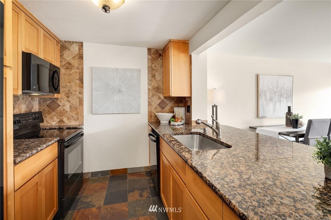 Sold Property   949 N 35th Street #100 Seattle, WA 98103 7