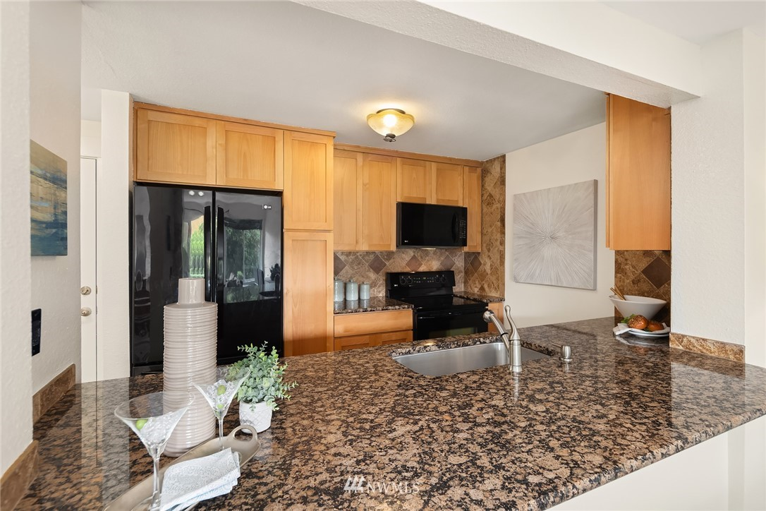 Sold Property   949 N 35th Street #100 Seattle, WA 98103 8