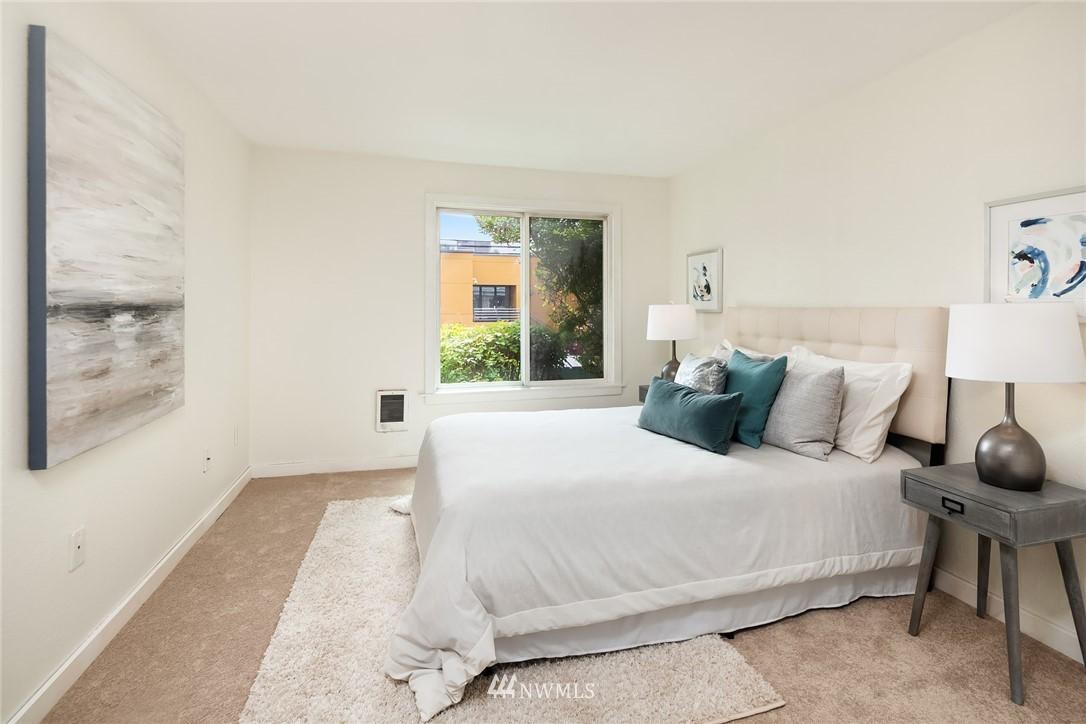 Sold Property   949 N 35th Street #100 Seattle, WA 98103 10