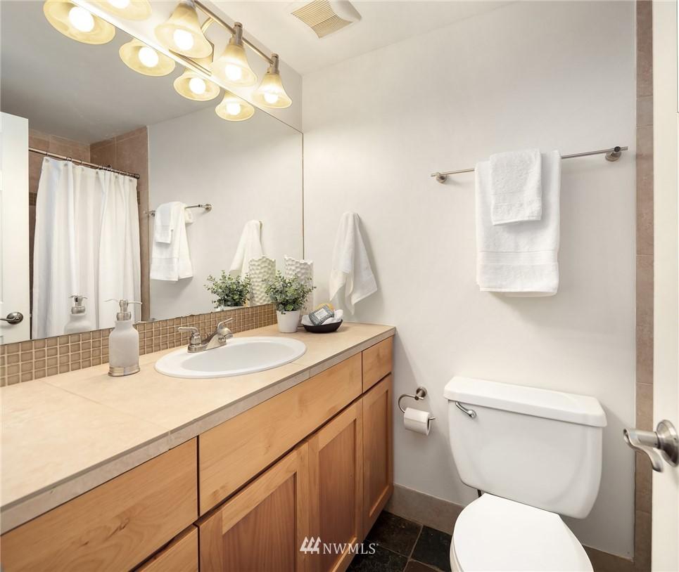 Sold Property   949 N 35th Street #100 Seattle, WA 98103 11