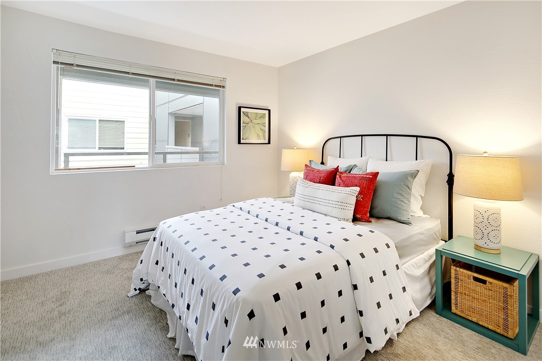 Sold Property | 1311 12th Avenue S #F403 Seattle, WA 98144 16