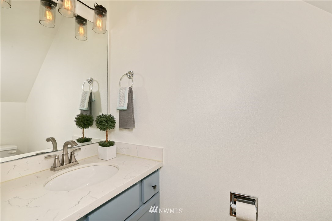 Sold Property   301 W Raye Street #111 Seattle, WA 98119 8