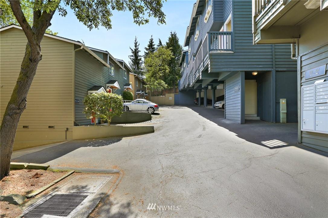 Sold Property   301 W Raye Street #111 Seattle, WA 98119 13