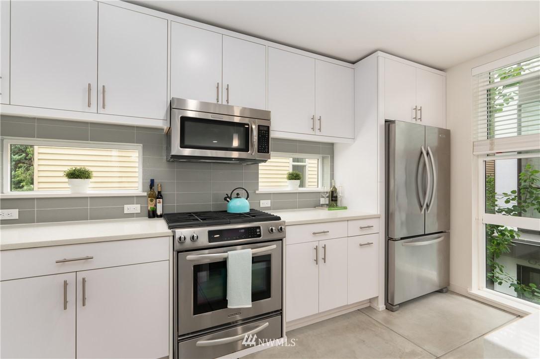 Sold Property   6523 4th Avenue NE #B Seattle, WA 98115 5