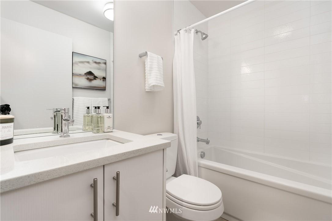 Sold Property   6523 4th Avenue NE #B Seattle, WA 98115 11