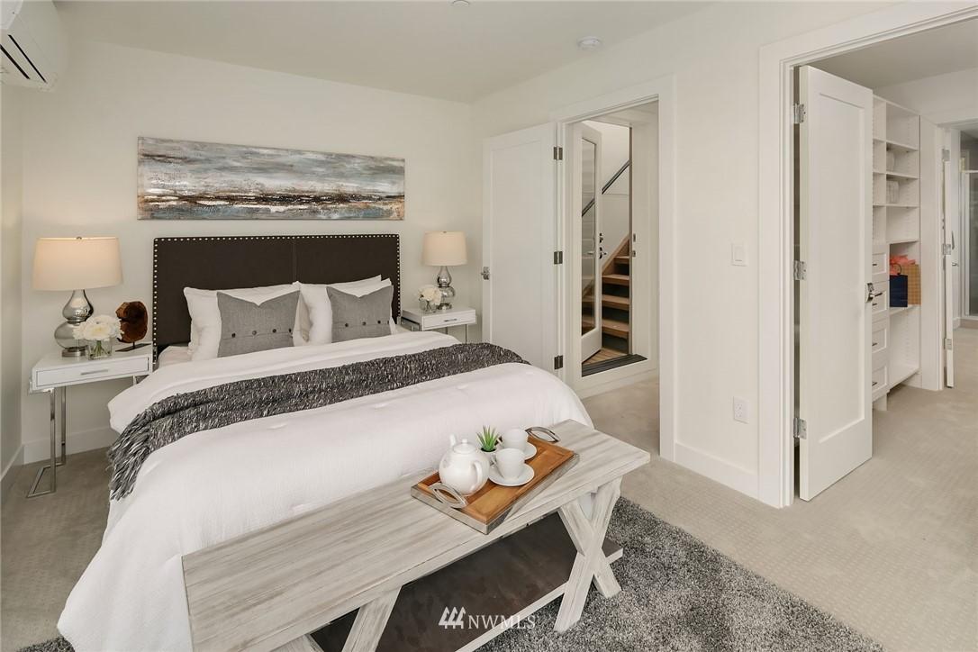 Sold Property | 3943 2nd Avenue NE Seattle, WA 98105 10