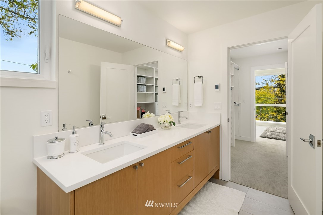 Sold Property | 3943 2nd Avenue NE Seattle, WA 98105 13