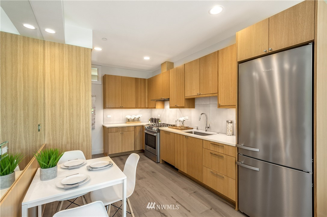 Sold Property | 3943 2nd Avenue NE Seattle, WA 98105 2