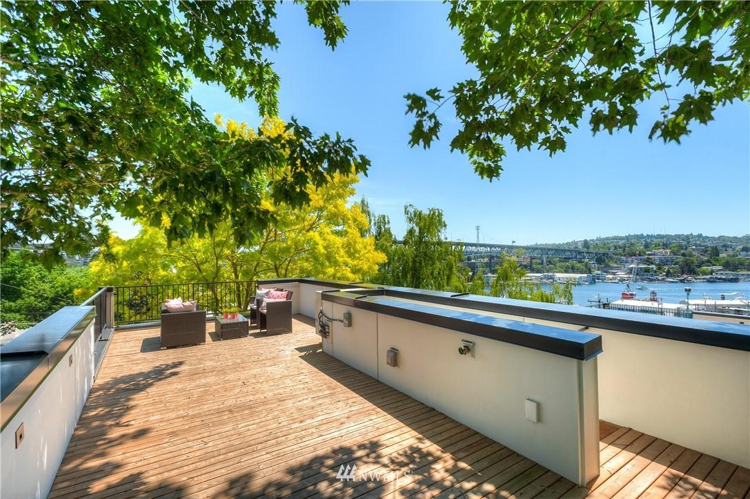 Sold Property | 3943 2nd Avenue NE Seattle, WA 98105 17