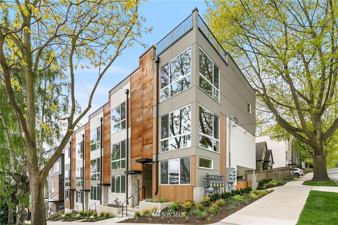 Sold Property | 3943 2nd Avenue NE Seattle, WA 98105 0