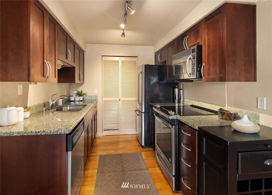 Sold Property   3045 20th Avenue W #306 Seattle, WA 98199 6