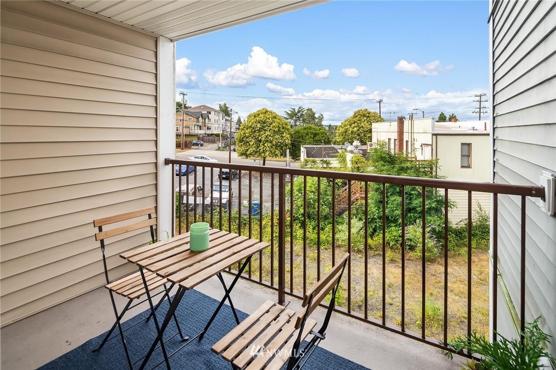 Sold Property   3045 20th Avenue W #306 Seattle, WA 98199 11