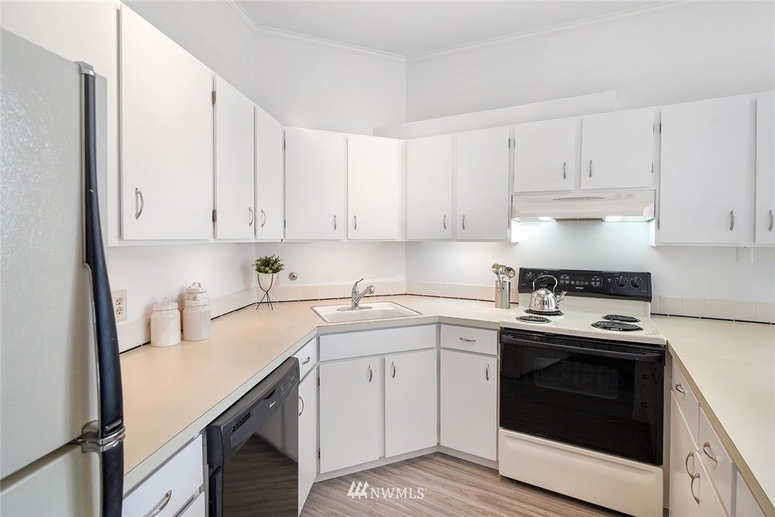 Sold Property | 2360 43rd Avenue E #401 Seattle, WA 98112 9