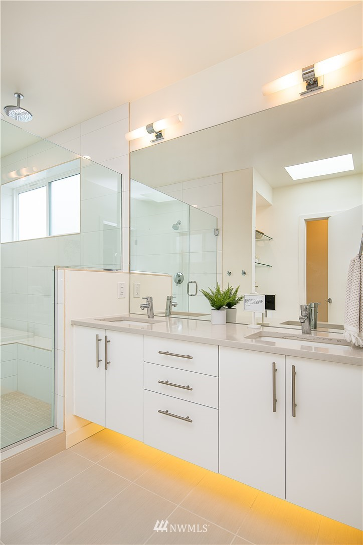 Sold Property | 5544 27th Avenue NE Seattle, WA 98105 15