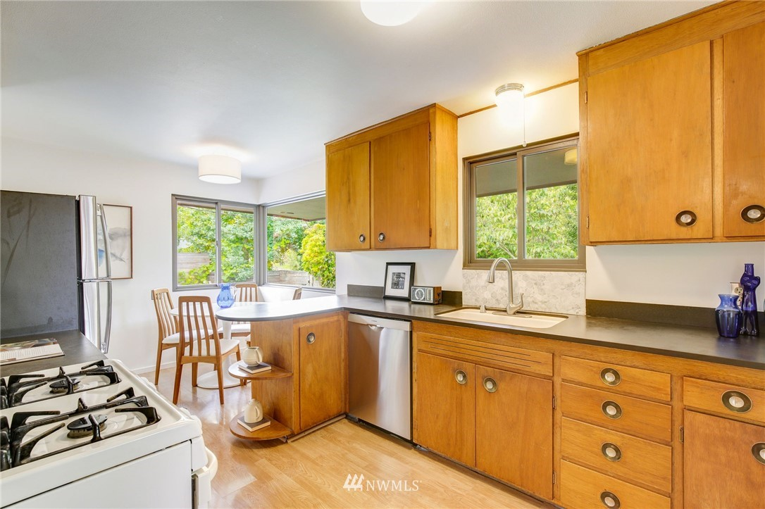 Sold Property | 1715 NE 82nd Street Seattle, WA 98115 8