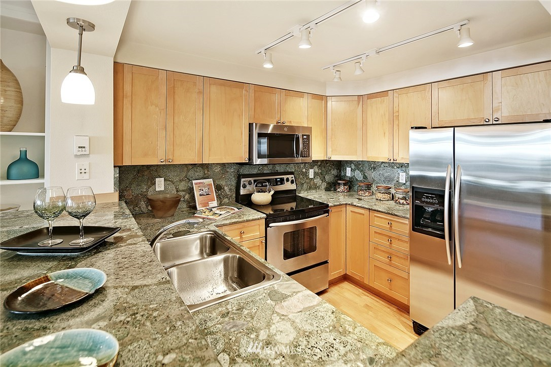 Sold Property   1549 NW 57th Street Seattle, WA 98107 8