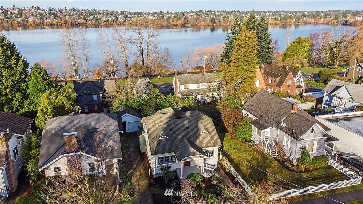 Sold Property   6225 Woodlawn Avenue N Seattle, WA 98103 23