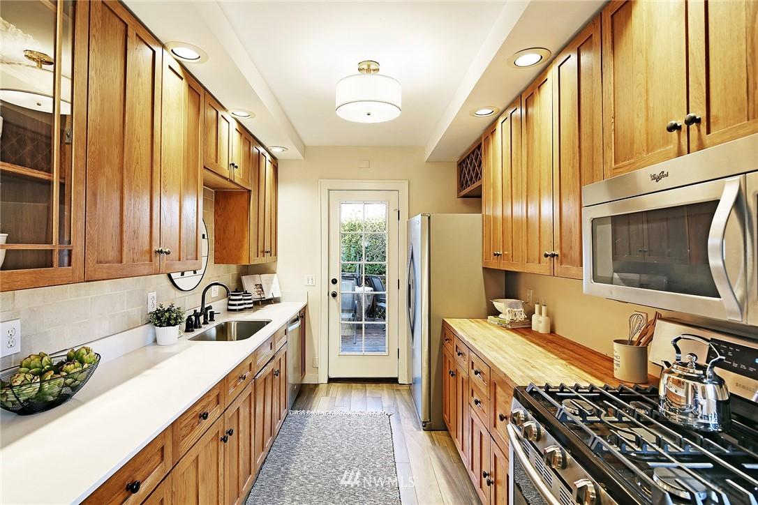 Sold Property   6225 Woodlawn Avenue N Seattle, WA 98103 9