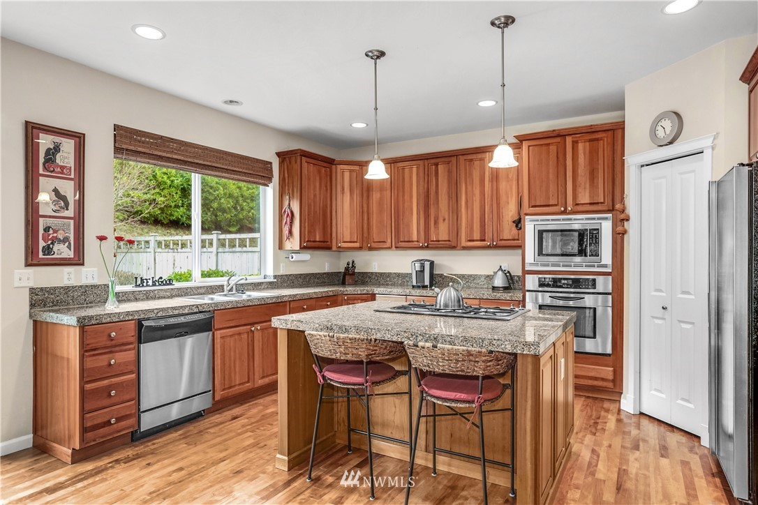 Sold Property | 1810 28th Avenue NE Issaquah, WA 98029 5