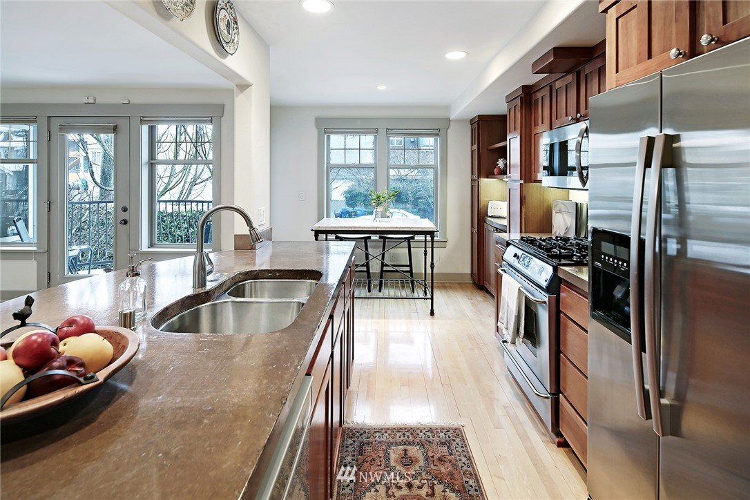Sold Property   4423 Phinney Avenue N #F Seattle, WA 98103 7