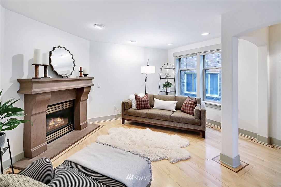 Sold Property   4423 Phinney Avenue N #F Seattle, WA 98103 3