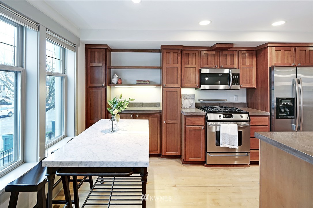 Sold Property   4423 Phinney Avenue N #F Seattle, WA 98103 12