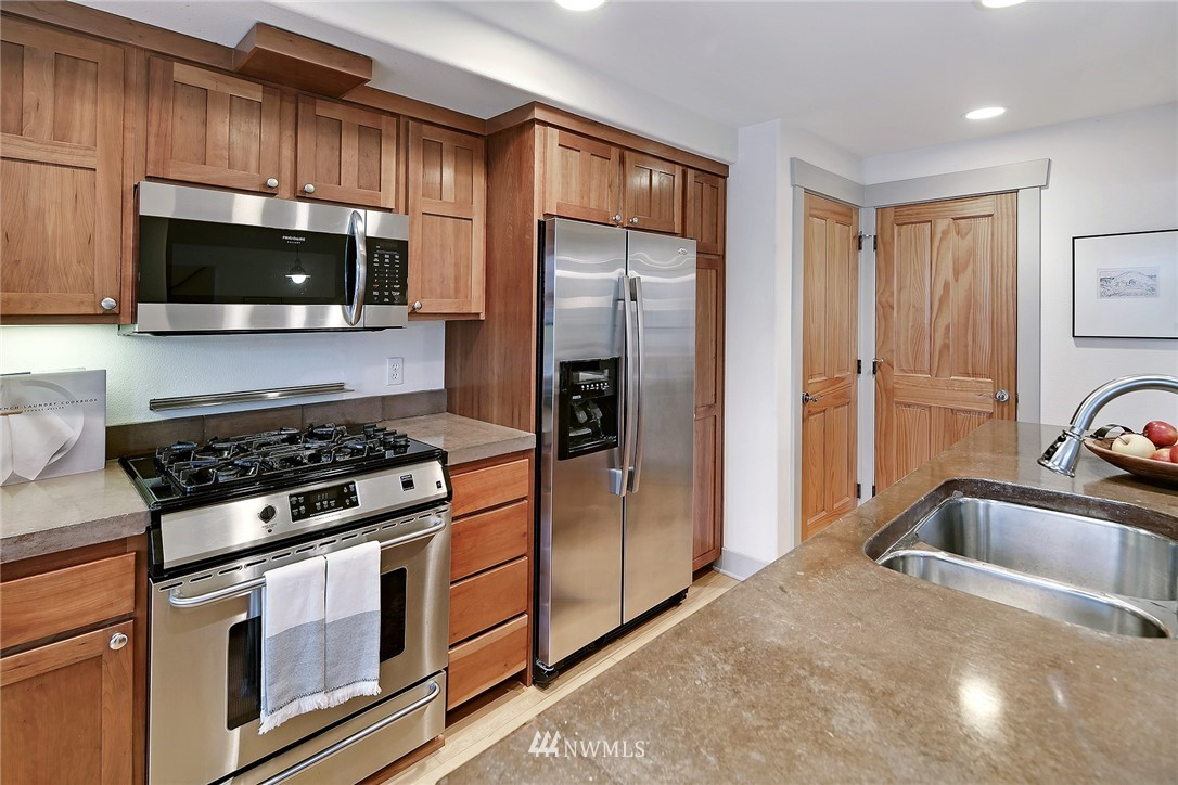 Sold Property   4423 Phinney Avenue N #F Seattle, WA 98103 9